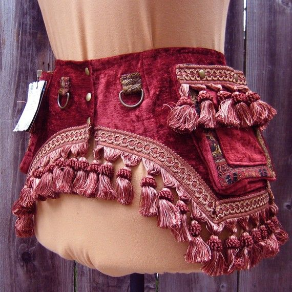 PERFECT for going to a renaissance festival or convention and not wanting to cart around a purse!