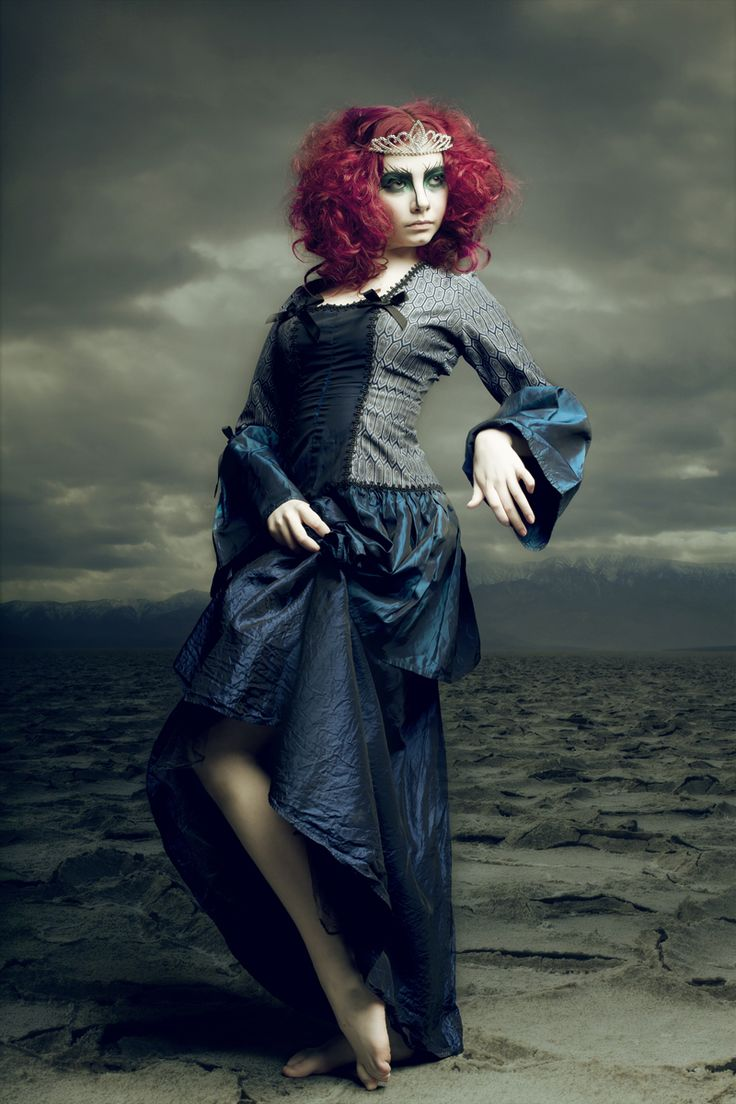 Photographer: Renee Robyn  Model: Meme Kivinen  Hair: Christina Demeter  Makeup: Miss Vautour