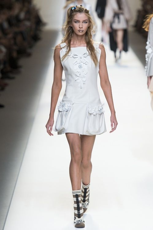 PE 2017 Inspiration mariage: les robes blanches de la Fashion Week 9