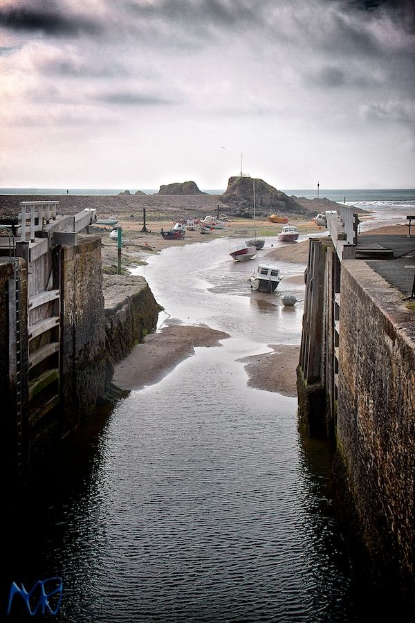 Bude Sea Lock, Cornwall. Do you spend hours, days, weeks, dreaming of escaping to to the West Country, away from stress and city life? We can find your dream country or seaside retreat for you in peaceful Cornwall or Devon - minervacompany.uk/