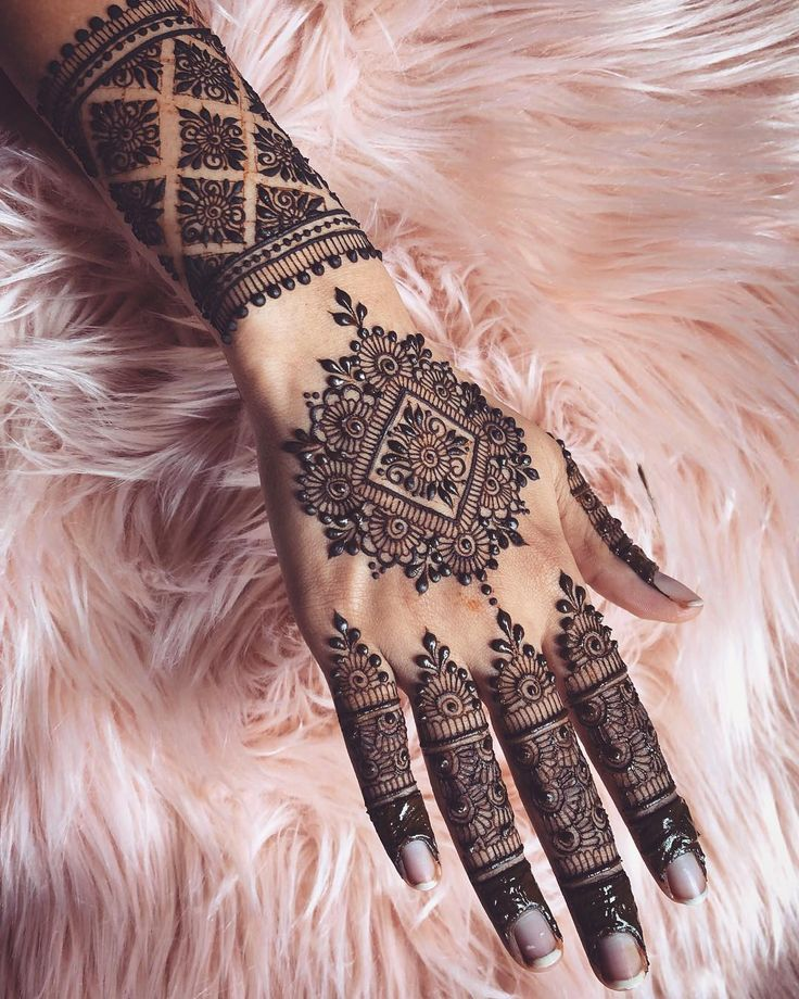 In love with the detail of this design inspired bywow @sararamehndi that I recreated! #henna #mehndi #mehendi #mehandi #hennaart #hennatattoo #hennadesign #sydney #bodyart #indian #indianwedding #pakistaniwedding #pakistanibride #arabic #floral #art #tattoo #tattooart #southasianbride #hennatattoo #pakistani #punjabiwedding #tattoosleeve #temporarytattoo #bridalhenna #bridal #wedding #artist #artistsoninstagram #weddinginspiration