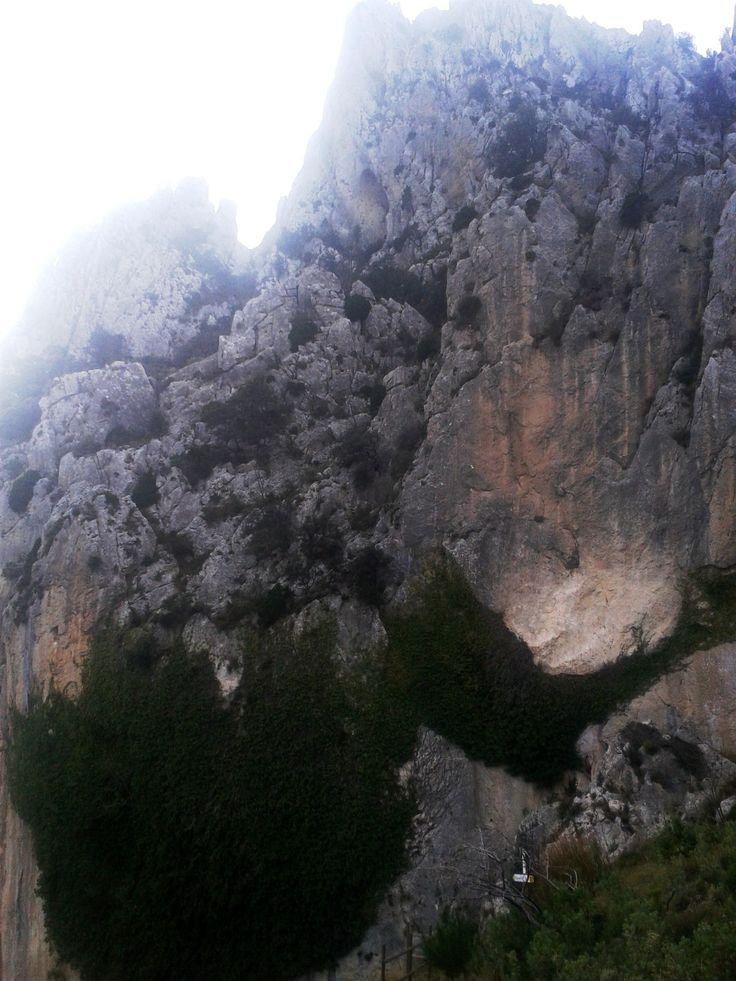 En Ruta al Puig Campana y sus Leyendas. Ovnis, gigantes, meteroritos, caballeros... en Finestrat  Una montaña mágica!