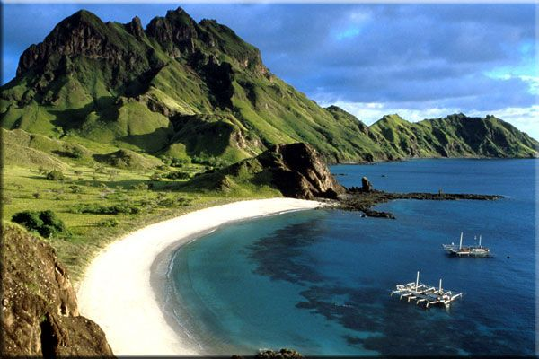 The Komodo island  country : Indonesia  place : south, between the islands of Sumbawa and Flores