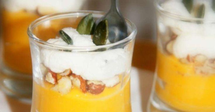 Verrine butternut-noisettes, chantilly au parmesan, graines de courge. . La recette par Gourmand'Iz.