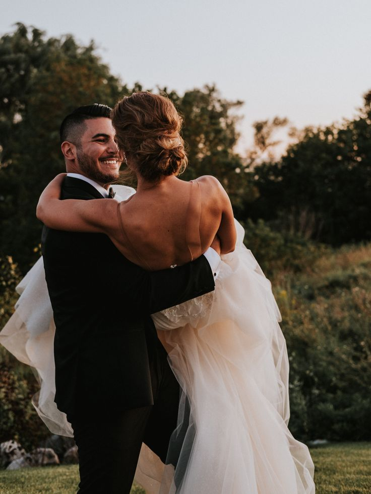 wedding couple at sunset; PHOTOGRAPHY Joel + Justyna Bedford, destination wedding photographers