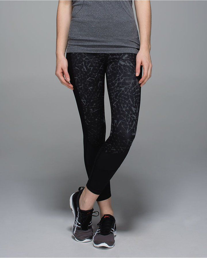 love the pattern on these yoga pants