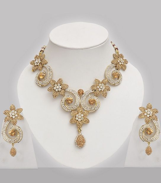 Floral Design Golden Jewelry Set With Sones