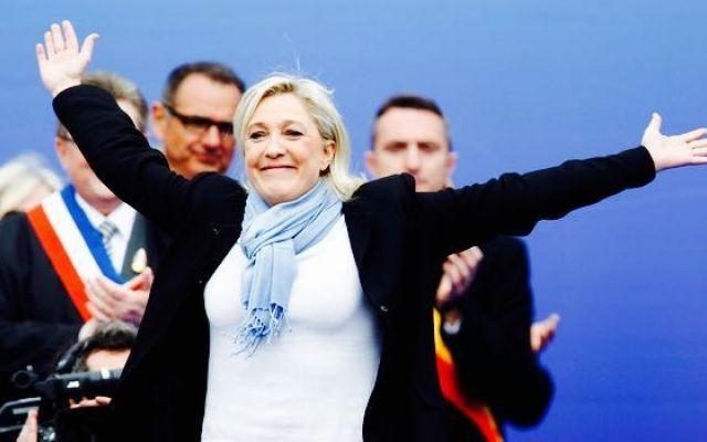 Ecco perché gli omosessuali ora votano in maggioranza per l'estrema destra anti-gay Il Front National di Marine Le Pen registra un successo clamoroso nell'elettorato gay, lesbico e bisessuale francese, come dimostra un recente studio politologico. #destra #gay #omosessuali #razzismo