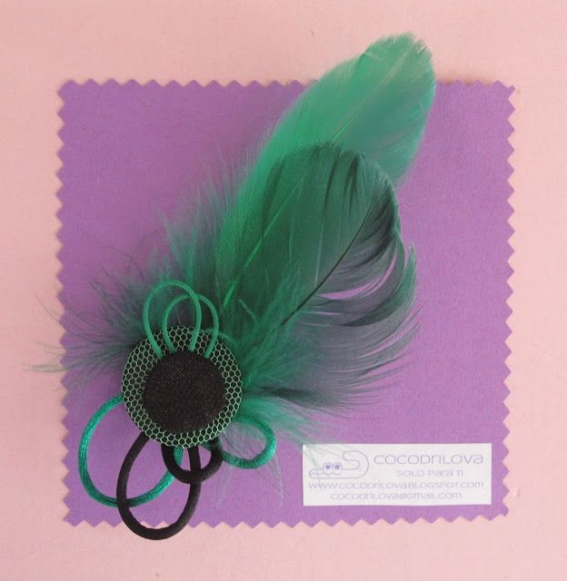 cocodrilova: broche plumas verdes