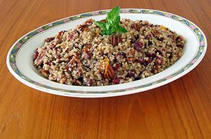 SOSCuisine: Quinoa, Pecan and Cranberry Salad : This salad is ideal for pic-nics. It can be served as a starter or as a side dish. Pecans may be replaced by other nuts.