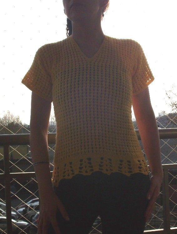 Polera sencilla tejida en hilo color amarillo, manga corta. Talla 38 - 40 $13.000.-