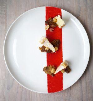 Rød Løber er i øjeblikket den mest interessante ost i Arla Unikas sortiment, og derfor fortjener den selvfølgelig en rød løber at ligge på.