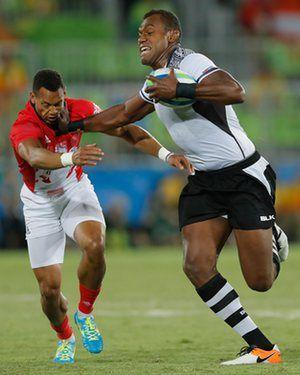 #RIO2016 Fijian Leone Nakarawa hands off Dan Norton of Great Britain in the Rugby Sevens final