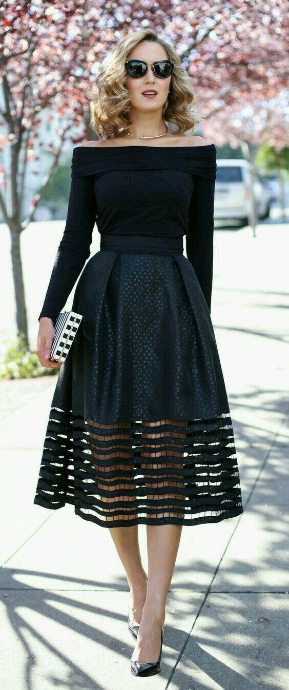Love this outfit, whether monochromatic or colorful print skirt. Beautiful