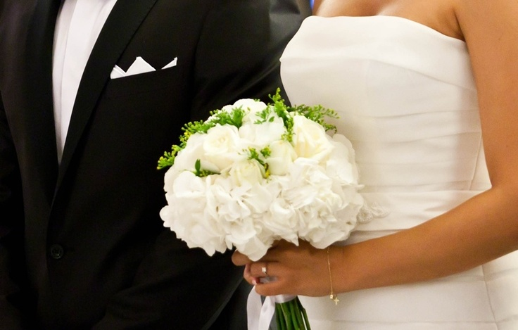 hydrangea bouquet in athens wedding