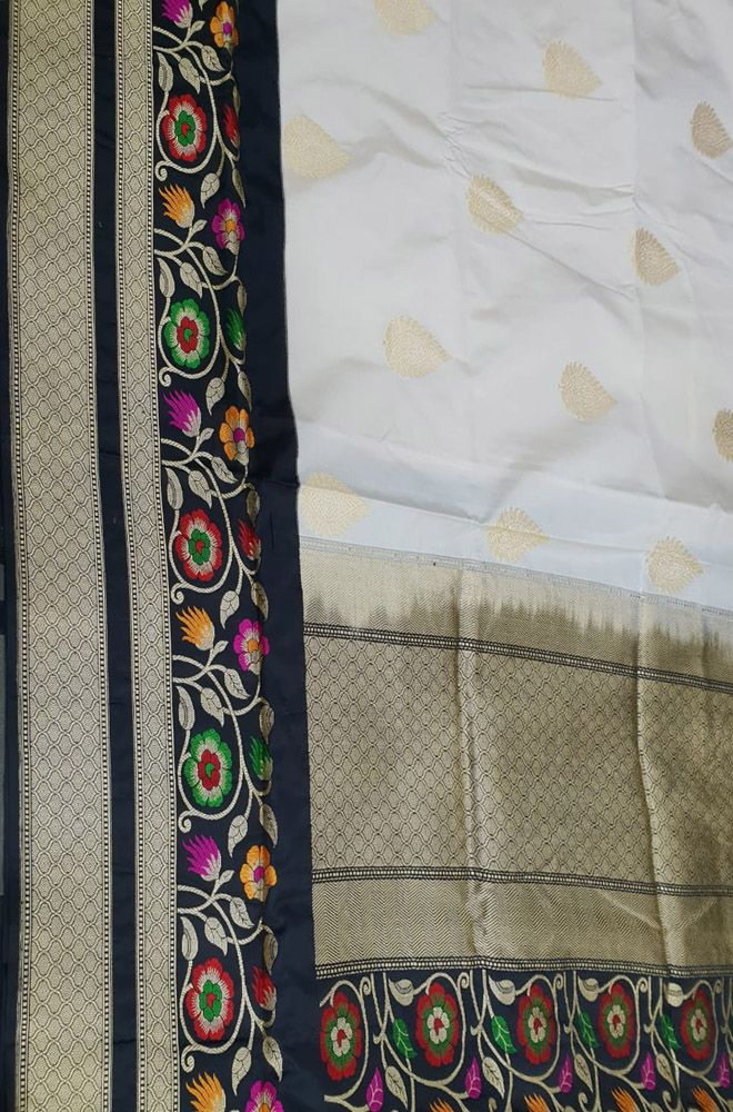 e4d8b6ff8b1800 Off White Handloom Banarasi Pure Katan Silk Saree With Meenakari Big Border   banarasisaree