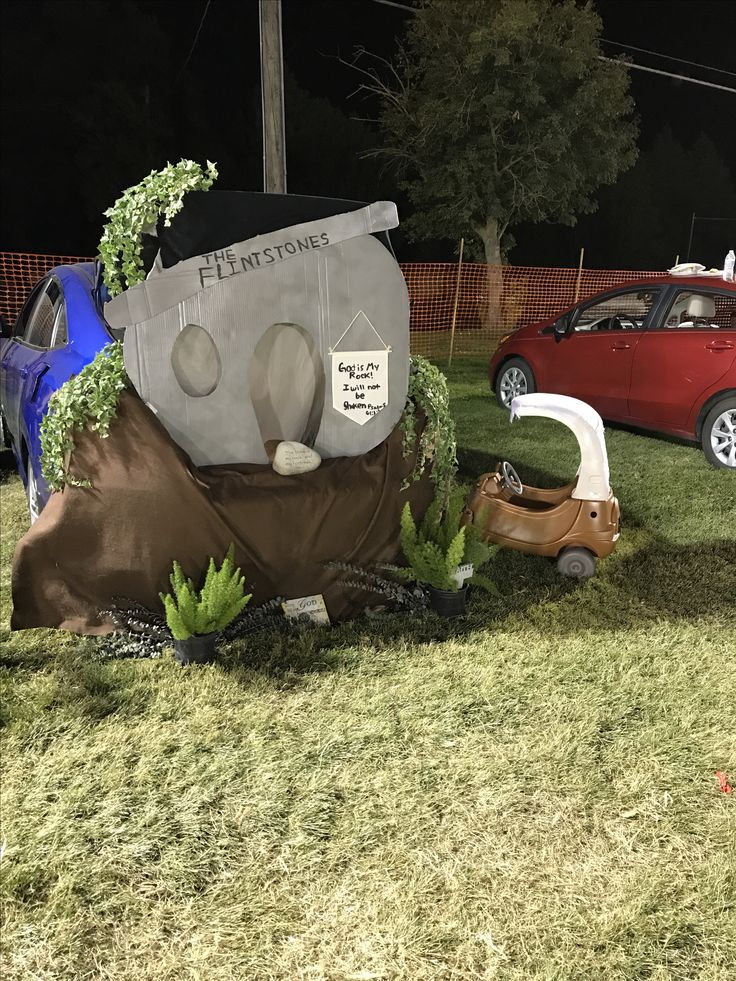 Flintstones car for kids. Trunk or treat flintstones. Dyi cozy coupe. Pebbles costume.  Flintstones cardboard background for trunk or treat. Used Satain spray paint for plastics on both car and card board, worked great!