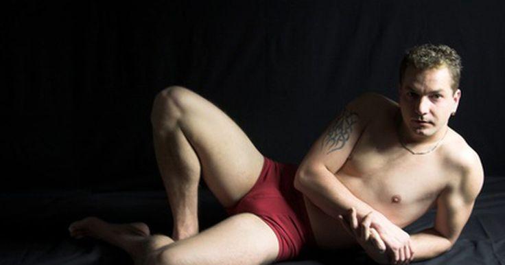 Cómo hacer tu ropa interior con refuerzo. La popularidad de las fajas para mujeres ha dado origen a ropa interior para hombres de igual realce corporal. Los fabricantes de ropa, tales como Marks & Spencer, International Jock y AussieBum, han introducido al mercado calzoncillos ajustados y suspensorios con la intención de potenciar la parte más importante de la anatomía masculina. Pero no ...