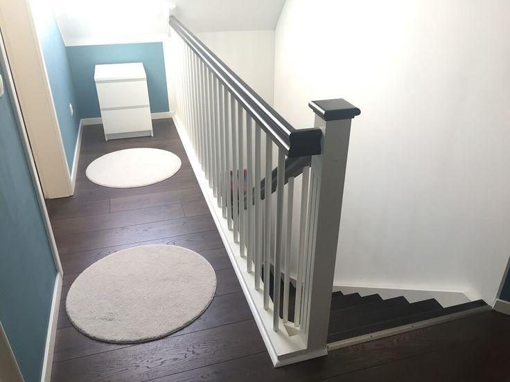 Innentreppe mit Treppengeländer im Obergeschoss