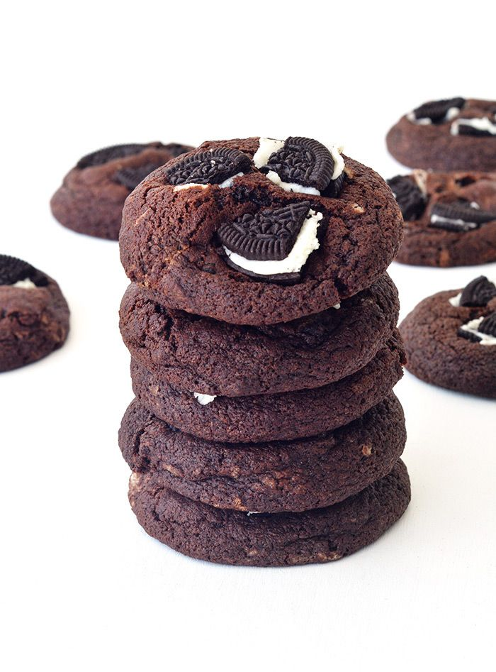 It is certainly no secret that we LOVE our Oreos around here. Be it in our  Rocky Road or in our Cheesecake but now we can also love them in our chewy  Chocolate Cookies. These chunky cookies are loaded with Oreo pieces, creamy  filling and all, which means Oreo goodness in every single bite. Plus you  have to put a few on the top too right? They add texture, flavour,  sweetness and crunch, which means these Chocolate Oreo Cookies are extra  delicious. Do you have a box of Oreos stashed in…