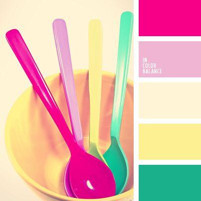 Los colores verde menta y rosado oscuro siempre son trendy.  Estos tonos espectaculares complementarán armoniosamente cualquier look de verano.  Dicha paleta les ayudarán a las mujeres y chicas a elegir su look de playa.