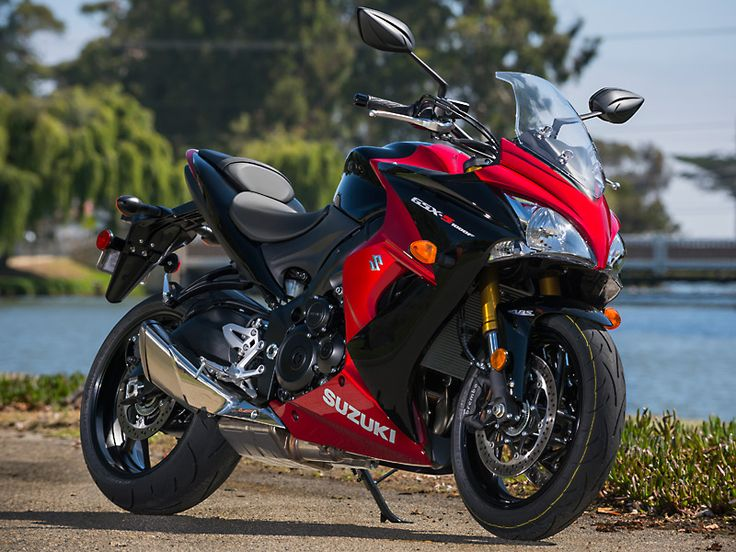 The 2016 Suzuki GSX-S1000F ABS is available in Glass Sparkle Black/Candy Darling Red (shown) or Metallic Triton Blue.