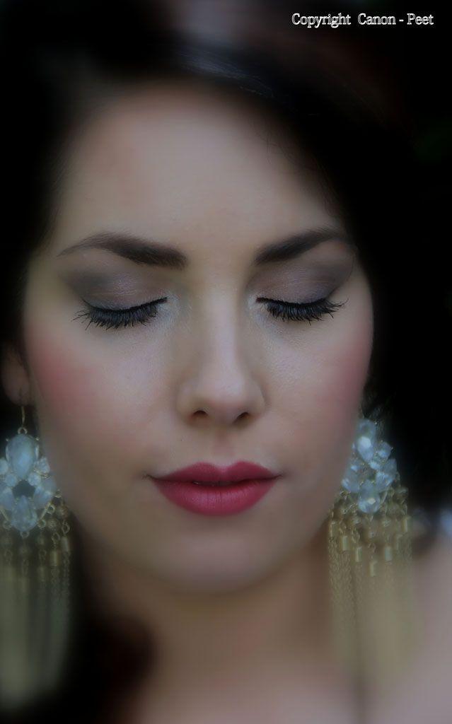Bruiloft? Romantische Bruid,    ..... Photographer Peter Peet Westheim...     Model: Samentha Verwijst, Hair and Make-up: Trendy Haar verzorgd ook jouw haarstyling en bruidsvisagie
