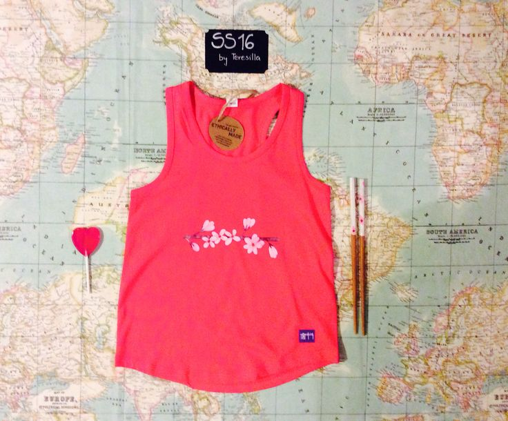 Camiseta tirantes cerezo flor fucsia