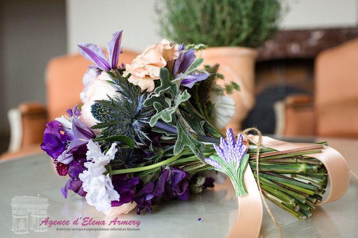Лавандовая свадьба в Провансе, букет невесты, букет из лаванды, букет в стиле прованс. Красивые свадьбы во Франции от Agence d'Elena Armery - Paris