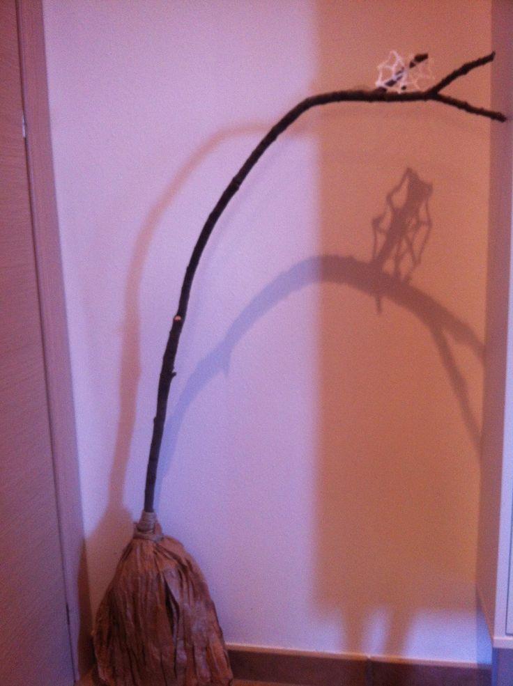 Mangia Leggi Crea: Addobbi per Halloween: la scopa da strega decorativa
