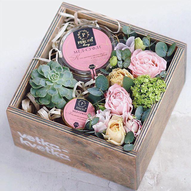 Наша фирменная коробочка с мёдом-суфле и цветами #коробочкасцветамиминск #коробочкасцветами #медсуфлеминск #коробкасцветаминск #оригинальныйпрезентминск #оригинальныйподарок