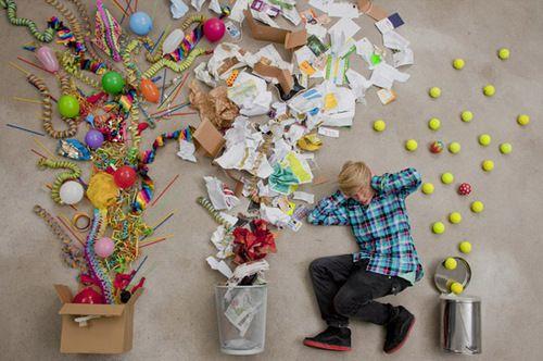 De populairste tags voor deze afbeelding zijn: boy, explosion, jan von holleben, noise en trash