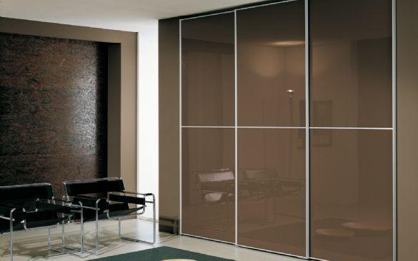 armadio con 3 ante scorrevoli in vetro laccato con profilo in allumnio