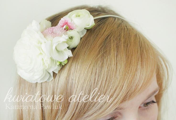 Opaska do włosów z żywymi kwiatami www.kwiatowe-atelier.pl
