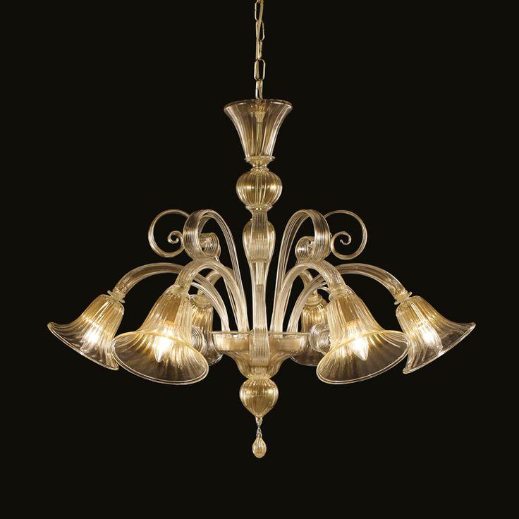 STILE PASTORALE Tipico stile veneziano che identifica un certo tipo di lampadari in vetro di Murano. I lampadari in stile pastorale sono caratterizzati da particolari foglie arricciate, disposte attorno alla mazza centrale, e chiamate appunto pastorali.