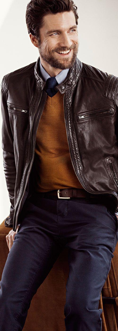 Jacheta din piele poate fi punctul de pornire pentru unele asocieri cromatice perfecte, de toamnă.