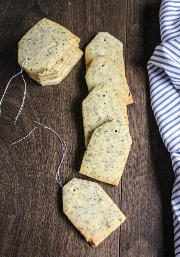 These cute little melt-in-the-mouth Earl Grey biscuits will have you reaching for seconds, and thirds… Love&Custard