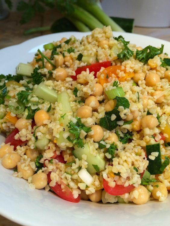 Bulgur salad with chickpeas and fresh herbs | Kruidige bulgur salade met kikkererwten | Recipe on www.francescakookt.nl