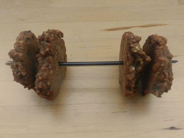 L'ÉNERGIE DE FER (galette mélasse et beurre d'arachides).  Les galettes Énergie de fer donnent de la force... pour s'entraîner longtemps. Hahaha!