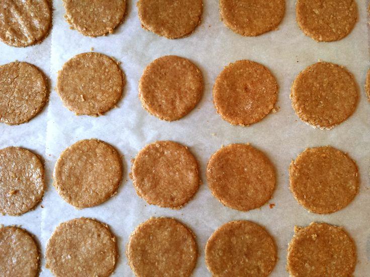 Hoy encontré, en un cajón de mi despacho, un paquete olvidado de galletas Hob-Nobs. Estas son unas galletas de copos de avena y trigo...