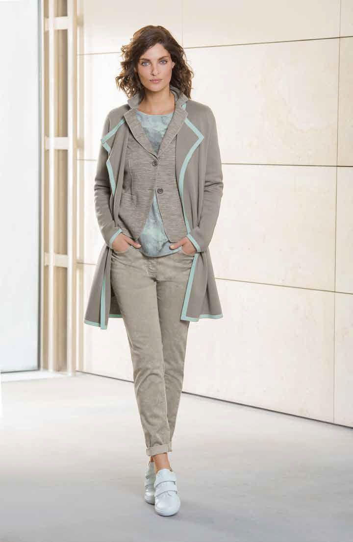 Mode sportswear en gris et détails vert d'eau. Basler - Collection automne - hiver 2016 / 2017. A retrouver dans notre boutique New Capucine à Vesoul.