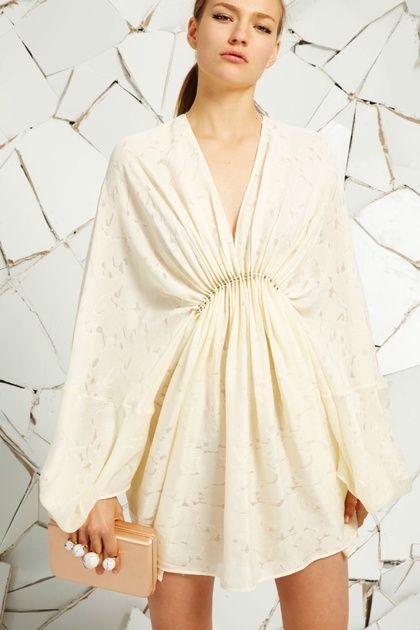 white embroidered mini dress défilé Stella McCartney croisiere 2016 robe beige boheme