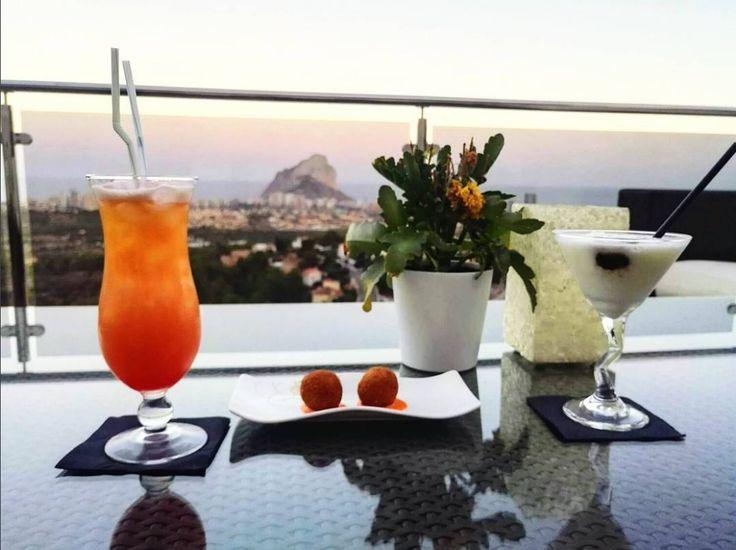 """""""Chin-chin, por todo lo bueno y todo lo que está por venir."""" 📷 Gracias @arual_vlc por esta fotito en Instagram ;-)  #ColinaHomeResort #ColinaCalpe #Calpe #Resort #Turismo #CostaBlanca #CiudadCalpe #ColinaResort #ResortCalpe"""