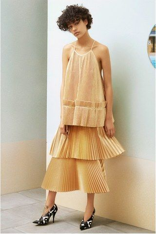See the complete Stella McCartney Resort 2017 collection.