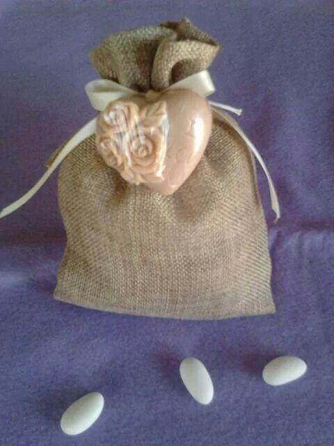 Μπομπονιερα γαμου πουγκι με αρωματικο σαπουνακι
