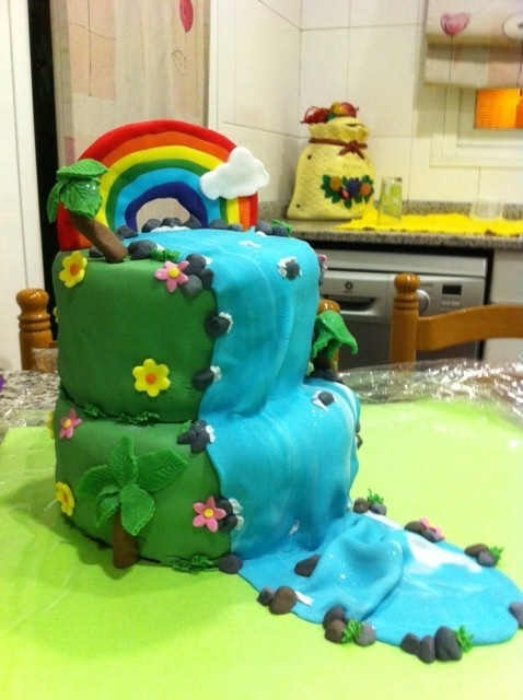 My first fondant cake-Waterfall Cake / Mi primer pastel fondant - Pastel cascada