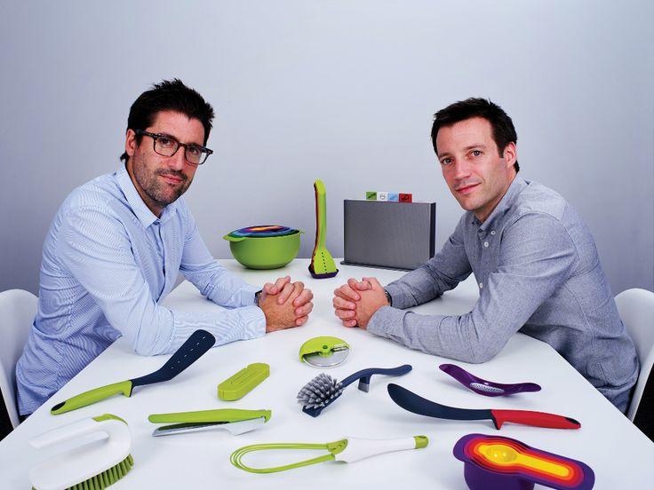 ΣΥΝΕΝΤΕΥΞΗ JOSEPH JOSEPH Με έδρα τους το Λονδίνο, οι Antony και Richard Joseph ζουν το απόλυτο success story σχεδιάζοντας πρωτοποριακά σκεύη και εργαλεία για τις κουζίνες της νέας εποχής, Διαβάστε όσα είπε στο HomePages το καινοτόμο δίδυμο σχεδιαστών -δίδυμα αδέρφια και στη ζωή. www.parousiasi.gr/?page_id=73713#sthash.Ia8DhUQB.dpuf