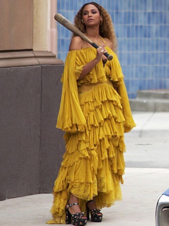 Amal Just Joined A Long And Iconic List Of Celebrities In Yellow Dresses 2018 Beyonce Pinterest Costume Costumes