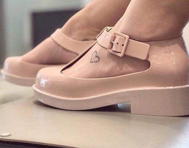 Pin de Fabiana Alejandra en zapatos en 2019  7058227d730