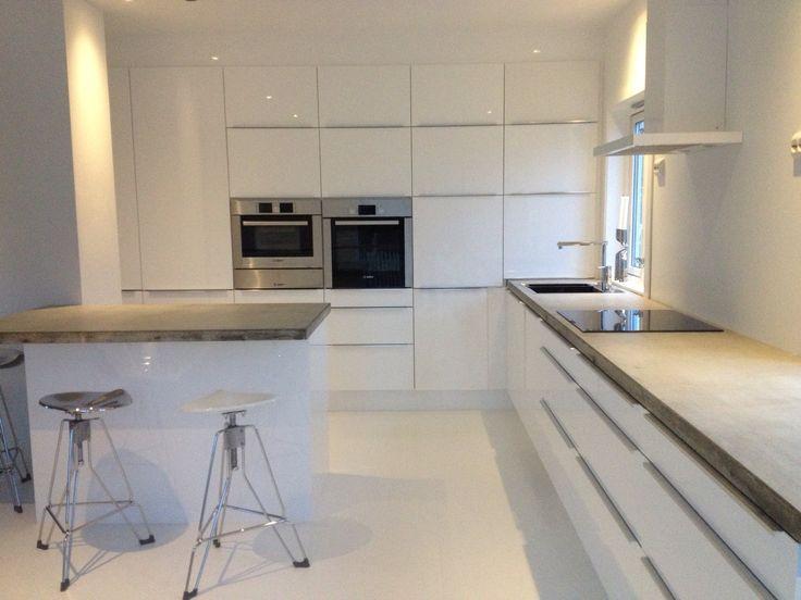 Nytt rent hvit kjøkken